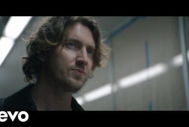 DOWNLOAD MP3: Dean Lewis - Looks Like Me